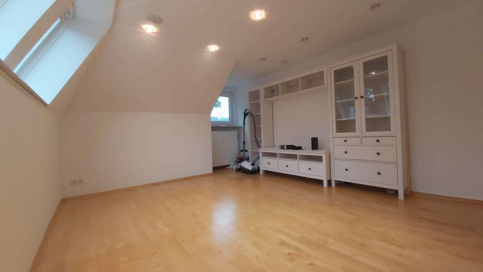 Exklusive 3-Zimmer-DG Wohnung in ruhiger aber zentraler Lage in Obersendling, München in Obersendling (München)