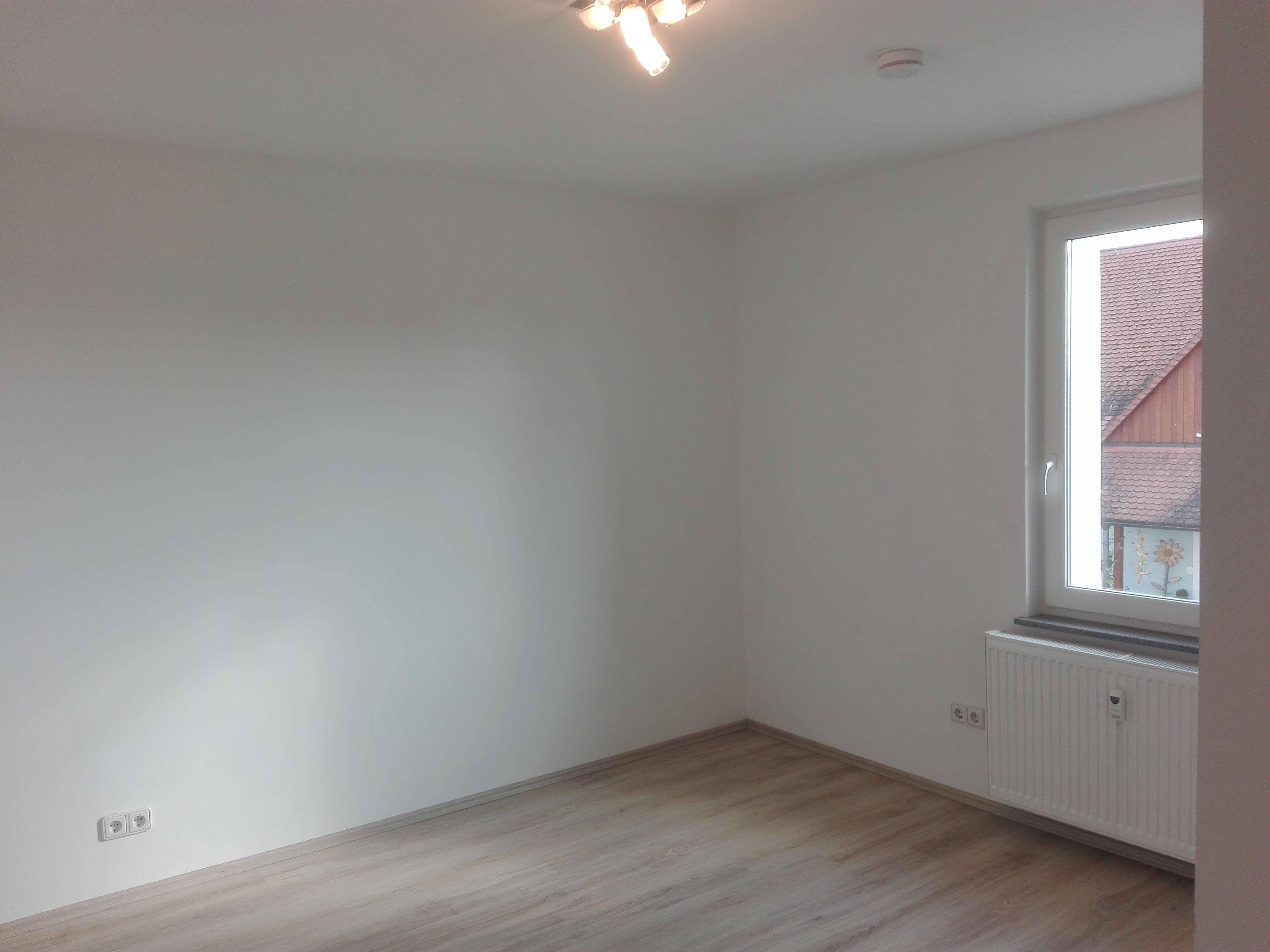 Gepflegte 1,5-Zimmer-Wohnung mit EBK in Puschendorf in