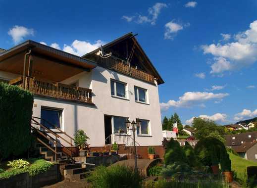 Sonniges Zweifamilienhaus mit Einliegerwohnung in Heggen!