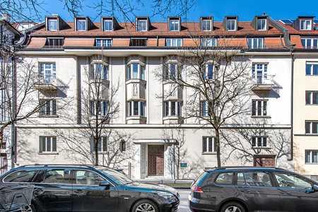Jugendstil-Wohnung mit 5 Zimmern und Kamin in Bogenhausen (München)