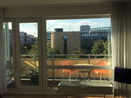 Herrliche, hochwertig möblierte 2-Zimmer Wohnung mit Balkon und EBK in München-Schwabing in Schwabing (München)