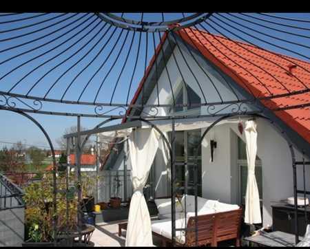 Gepflegte 2-Zimmer-Maisonette-Wohnung mit Dachterrasse, Balkon & Einbauküche in München-Feldmoching in Feldmoching (München)