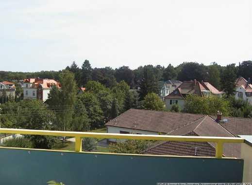 Individuell und besonders geschnittene Wohnung, mit Blick ins Grüne und großer Dachterrasse
