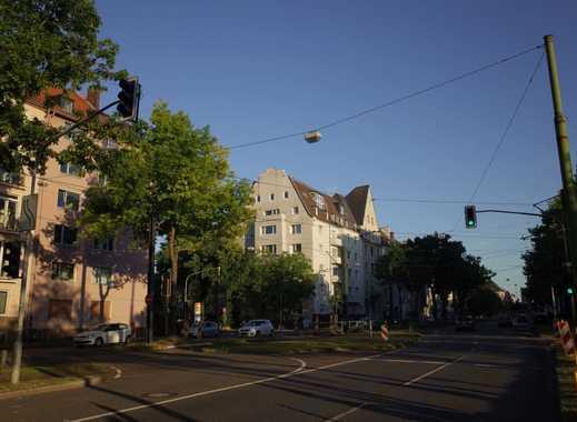Exklusive, Vollmöblierte Sanierte 3,5-Zimmer-Wohnung mit Balkon und Einbauküche in Düsseldorf