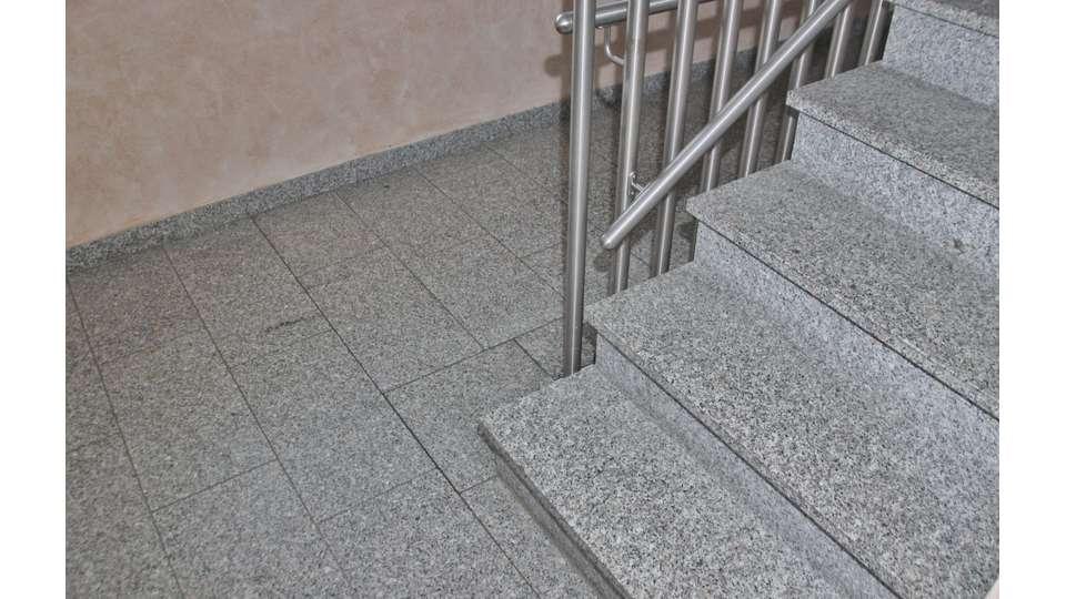 Treppenhaus Granitbelag