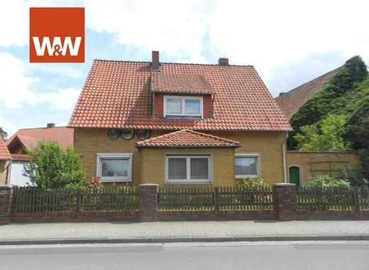 Einfamilienhaus mit Garagen und Nebengebäuden auf großem Grundstück in Meine OT Wedelheine!