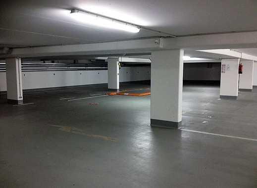 Heller Tiefgaragenplatz - sehr gut befahrbar