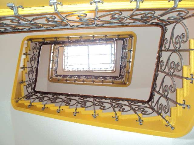 CHARMANTE großzügige 4-ZIMMER-DACHGESCHOSS-ALTBAU-WOHNUNG mit ca.128m², TOP-SENDLING-Alramstraße