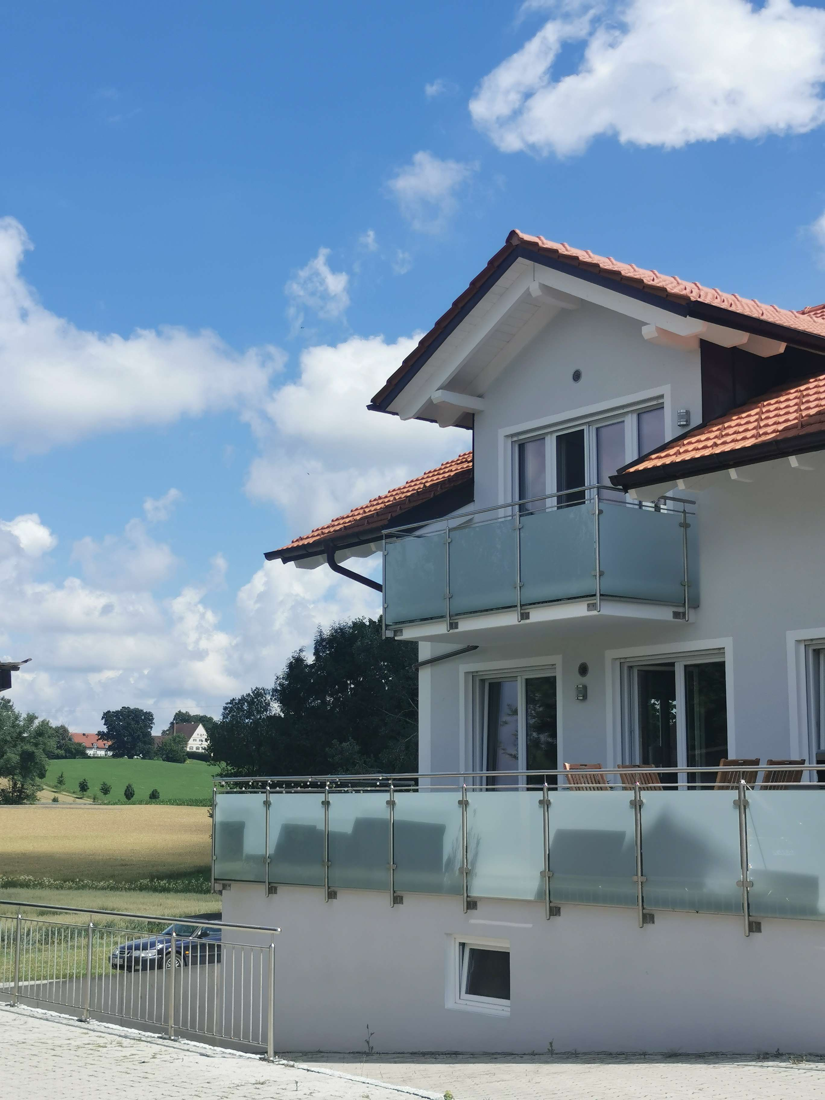 Sehr ruhige, traumhafte, gr. 4-Zi-Dachgeschosswohnung m. 2 Balkonen - Grafing in