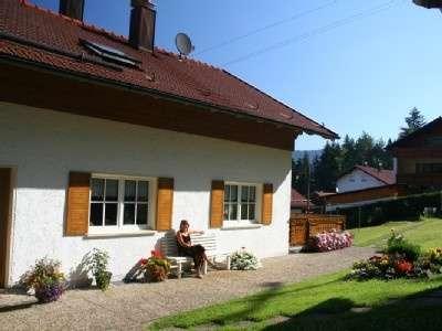3-Zimmer-Dachgeschoss-Wohnung in ruhiger Waldrandlage