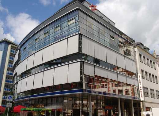 Arbeiten Sie auch so zentral? Moderne Glasfassade trifft Innenstadt!