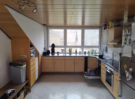 Schöne 4-Zimmer-Wohnung mit Einbauküche und Balkon - In einem 2-Familienhaus
