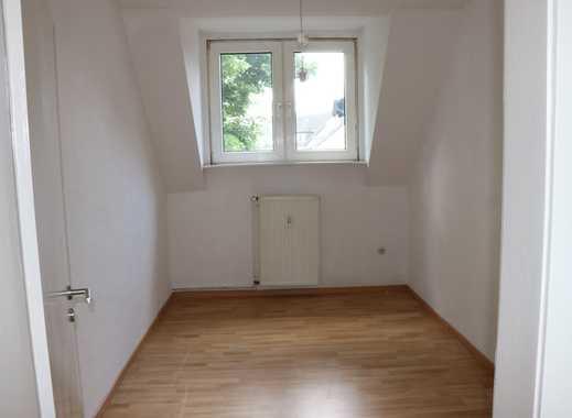 WG geeignete, sanierte 4 Zimmer Dachgeschosswohnung nahe Essen HBF
