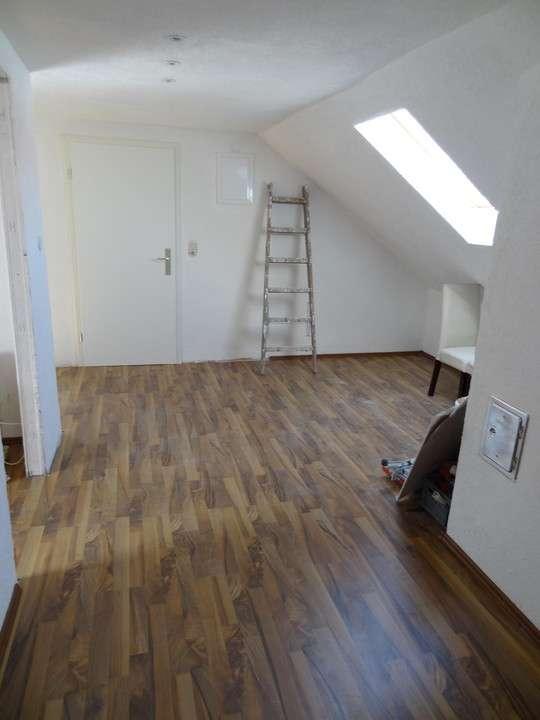 Reserviert - WG-geeignete 4,5 Zimmer Wohnung zwischen Uni und Zentrum!!