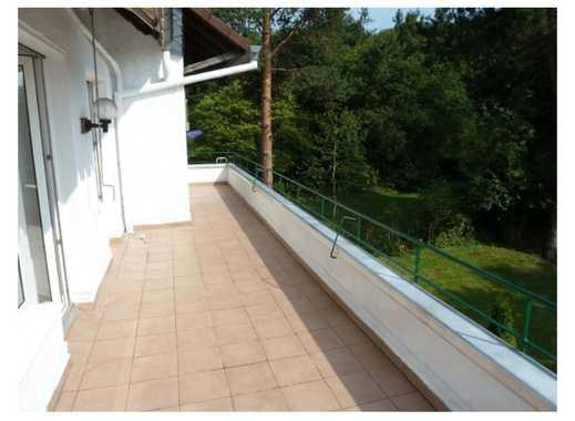 Sanierte 4-Zimmer-Wohnung mit Balkon und Einbauküche in Düsseldorf