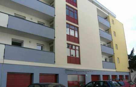 Schicke City-Wohnung: Zentrale 2-Zi. mit großem Balkon, Einbauküche und Garage in Himpfelshof (Nürnberg)