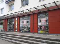 Bild Ladenlokal mit barrierefreiem Zugang in Einkaufsstraße
