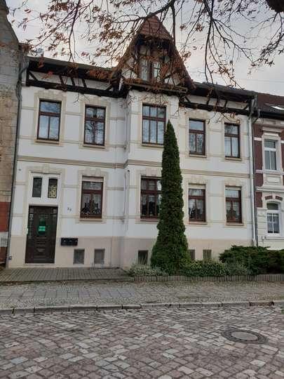 Großzügige 2 Zi. DG Wohnung mit EBK, Balkon u. Kamin direkt am Stadtpark und im Zentrum