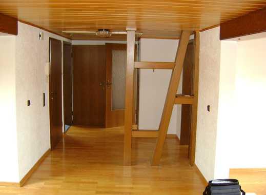 2-Zimmer Dachgeschoss-Wohnung, für den Berufspendler / Wochenendheimfahrer, im Dietzenbacher Westend