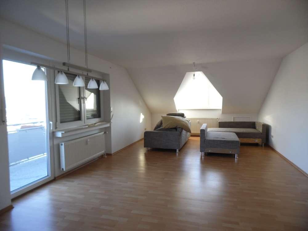 Geräumige 2-Zi.-DG-Wohnung in Goldbach zu mieten