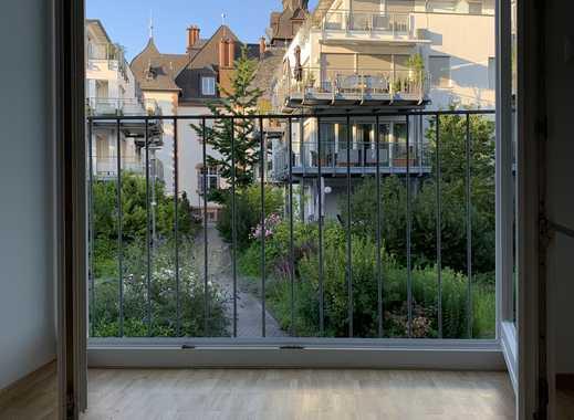 Sofort einzugsbereit, sehr schön renoviert. Traumhafte Wohnung mit Kamin und Balkon.