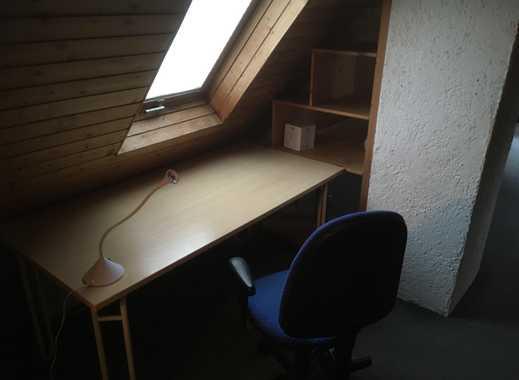 Möbliertes 18m² Dachzimmer mit Bad in 5er WG, (5 Min von der Hochschule/15 Min von der Uni)