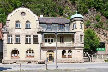 VILLA NEUPER in Bad Berneck: HERRSCHAFTLICH  WOHNEN  IN  SANIERTEM DENKMAL in Bad Berneck im Fichtelgebirge