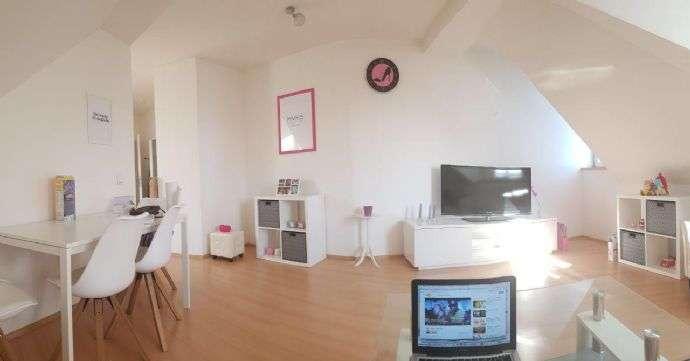 Exklusive 2-Zimmer-DG-Wohnung mit Einbauküche in Nürnberg