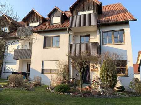 Schöne EG-Wohnung mit zwei Zimmern sowie Terrasse und EBK in Zolling in Zolling