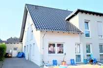 Luxuriöse neuwertige Doppelhaushälfte in kinderfreundlicher