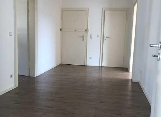Großes Wohnzimmer, große Küche mit Essbereich   gut geschnitten in zentraler Lage im Südviertel