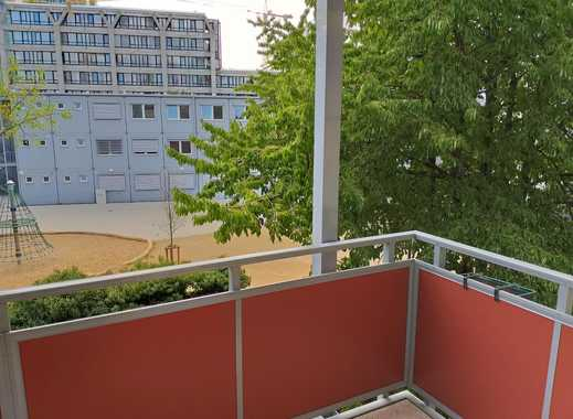 Schön und  Möbliert Zimmer mit Balkon - nähe Messe und Hbf Frankfurt
