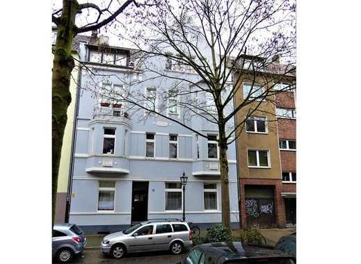 RE/MAX - Schöner Altbau in Unterbilk mit Garagen und Stellplätzen in ruhiger Wohnlage
