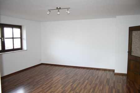 Geräumige 2,5 Zimmer-Wohnung in Ismaning  in Ismaning