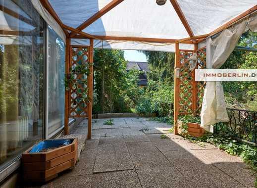 IMMOBERLIN: Lichtdurchfluteter Bungalow mit traumhafter Gartenidylle