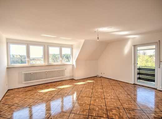 Ruhige 4-Zimmer-Wohnung mit Balkon und Einbauküche im Grünen