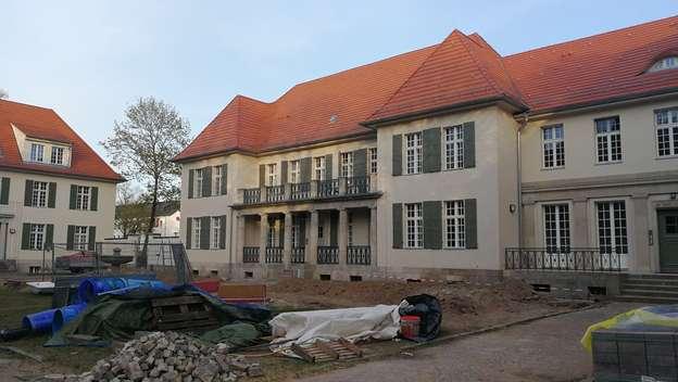 Buch Pankow Stilvolle 3 Zimmer Hochparterre Wohnung Mit Balkon