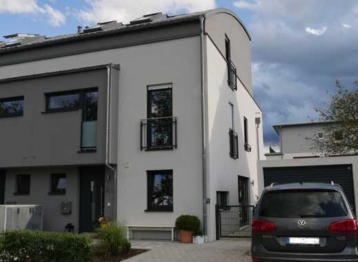 DHH m. gr. Dachterrasse, 190 qm Whfl., Bj. 2016, TOPLAGE in Spielstrasse Dachau-Süd