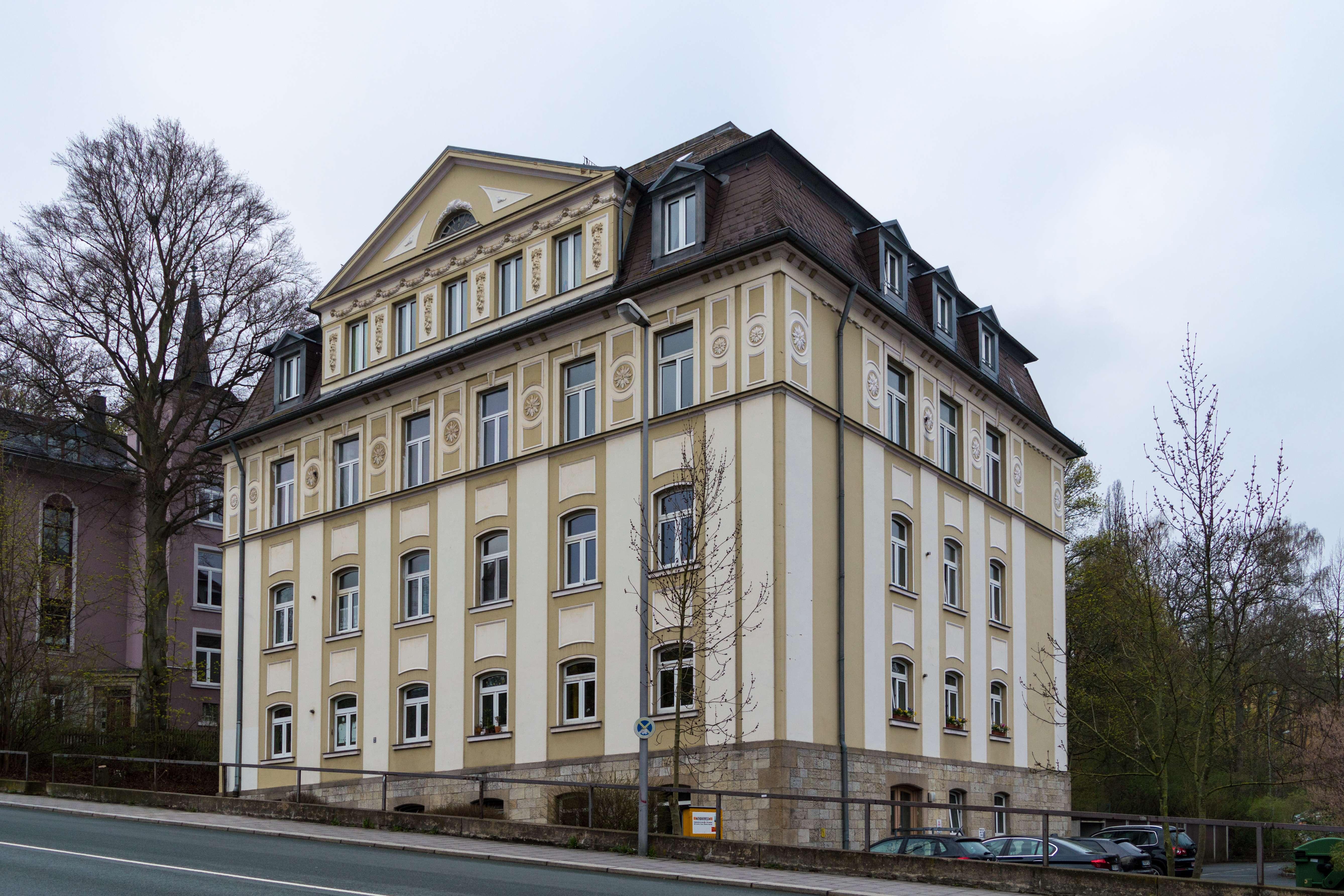 Nachmieter für 2 Zimmer Wohnung in repräsentativem Mehrfamilienhaus gesucht! in Hof-Innenstadt