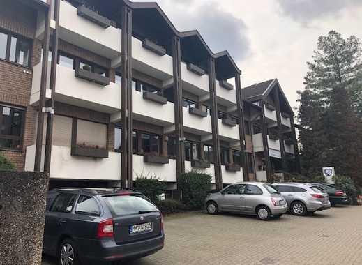 Neu sanierte 2 Zimmer Wohnung, mit Balkon in ruhiger Seitenstraße, Fitnessstudio TSV Victoria im EG