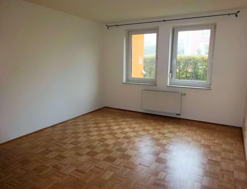 **Großzügige 3-Zimmer-Etagen-Wohnung mit Balkon und Tiefgaragenstellplatz** in