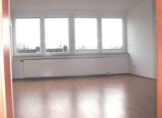 Gepflegte 3-Zimmer-Wohnung mit Balkon (Loggia) und Einbauküche in Holzminden