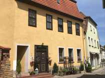 Denkmalgeschütztes teilsaniertes Wohnhaus in der