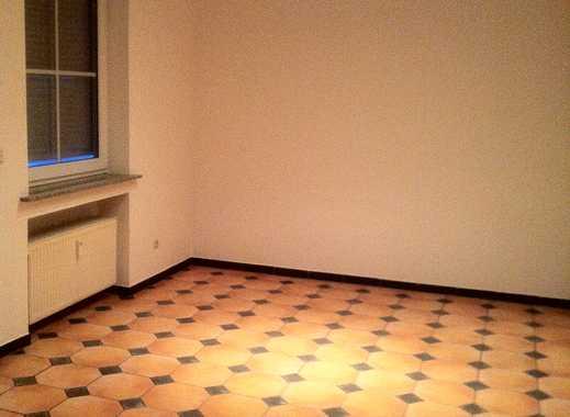 Exklusive 4-Zimmer-Wohnung mit Balkon und EBK in Pesch, Köln