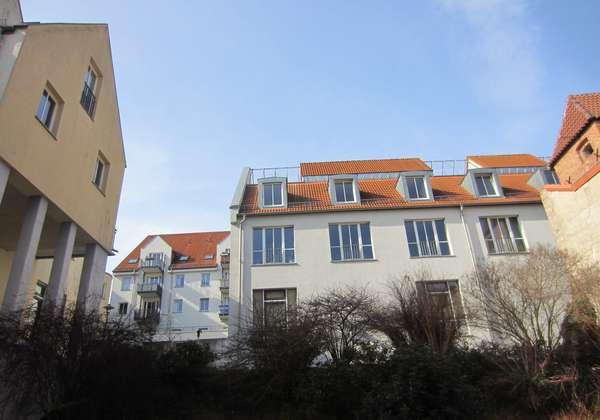 Großzügige schöne 3 Zimmerwohnung mit neuem Laminat zu vermieten!