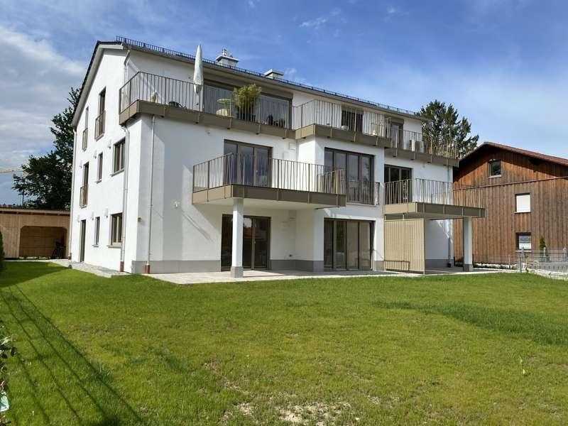 Traumhafte 3 Zimmer Neubau Wohnung mit großem Gartenanteil in