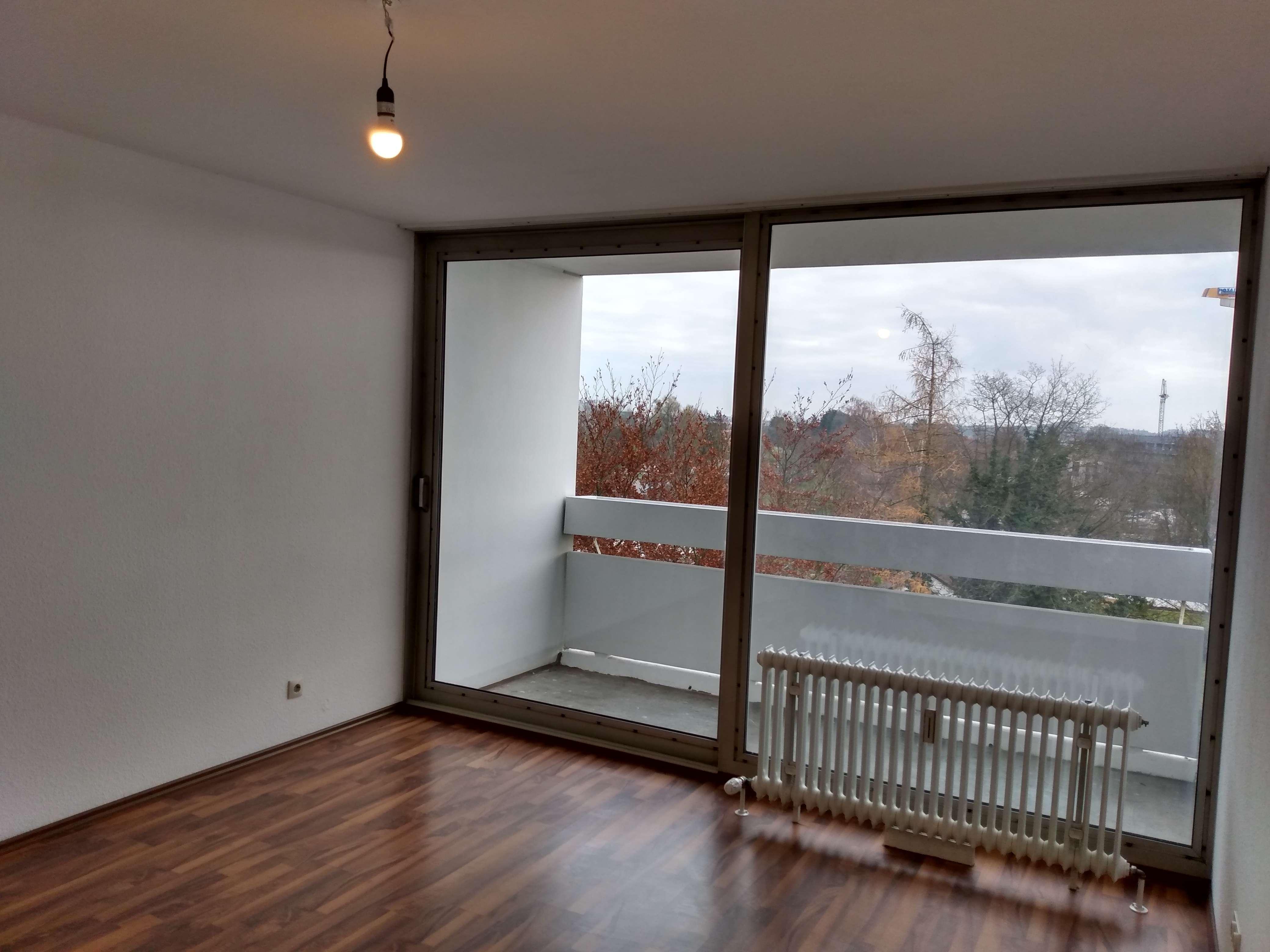 Helle 3-Zimmer-Wohnung mit drei Ostbalkonen, geeignet zur WG-Gründung in