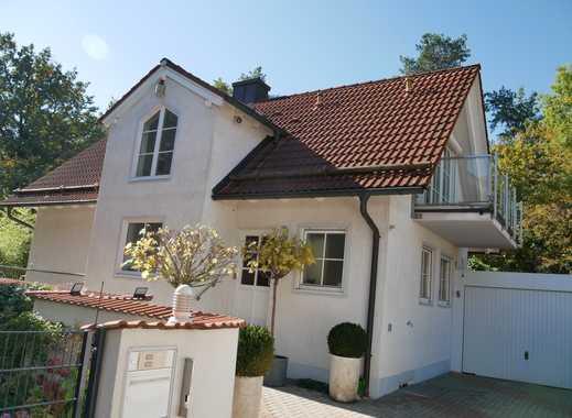 Schönes familienfreundliches Haus mit sechs Zimmern in München, Aubing
