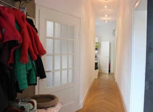 VON PRIVAT: Schöne, helle 3-Zimmer-Altbauwohnung mit Terasse/Garten und Einbauküche in Stuttgart