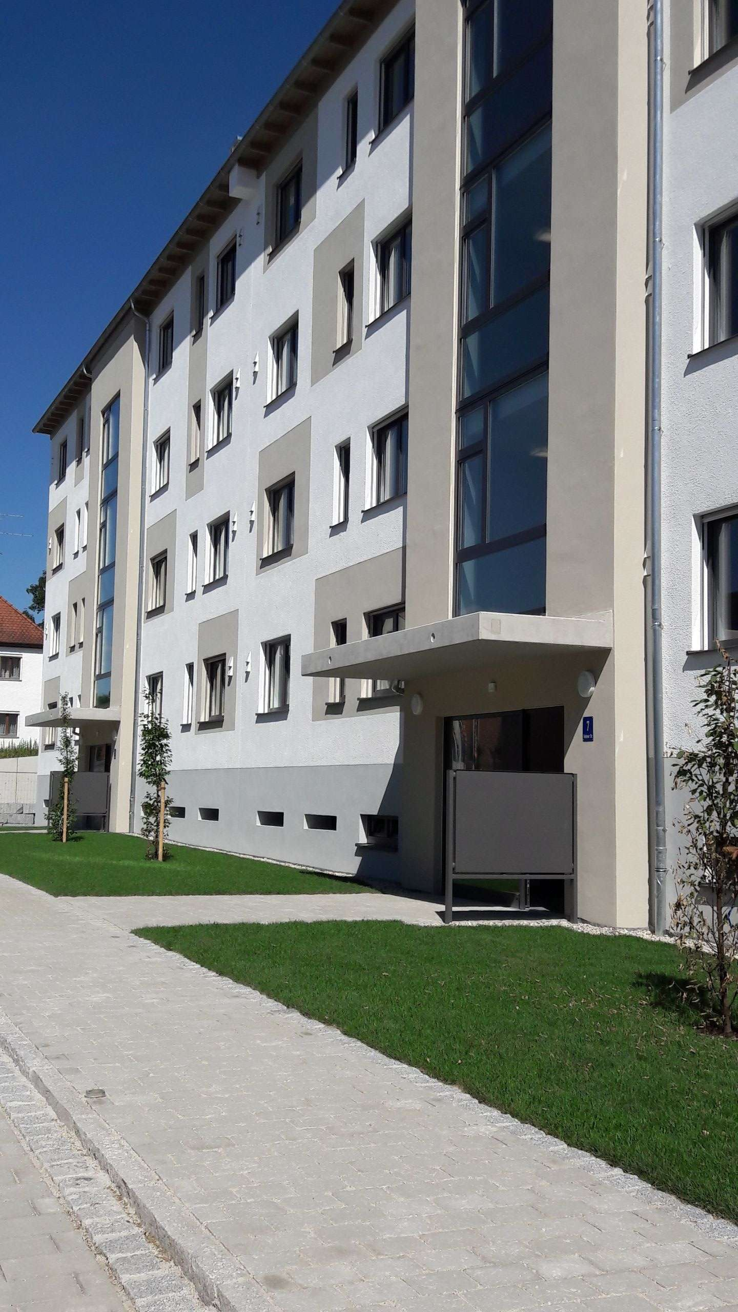Neuwertige 3 Zimmer Whg. mit Terrasse und Garten in